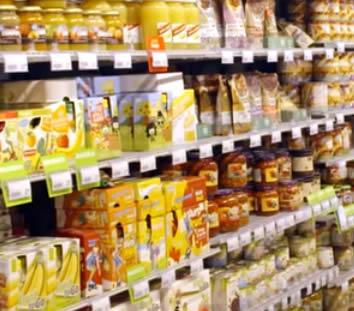 Extra suiker en zout toegevoegd aan supermarkt groenten, vlees en saus producten